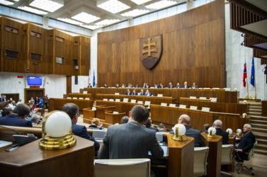Környezetvédelmi intézkedésekről is tárgyal a parlament, elhalasztanák az egyszer használatos csomagolások visszaváltásának bevezetését