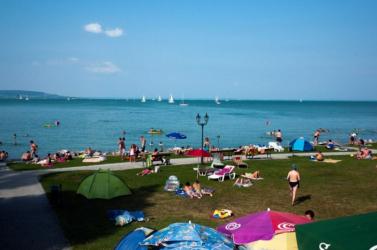 Soron kívüli kémiai szúnyogirtást végeznek a Balatonnál