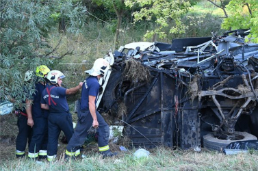 TRAGÉDIA: Legalább nyolc ember meghalt a magyarországi buszbalesetben!