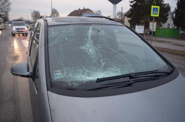 Súlyos baleset: hirtelen az útra lépett a részeg férfi, elgázolta egy Hyundai