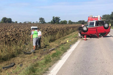 HALÁLOS BALESET: Komárom és Keszegfalva között álló autóba rohant egy másik kocsi!