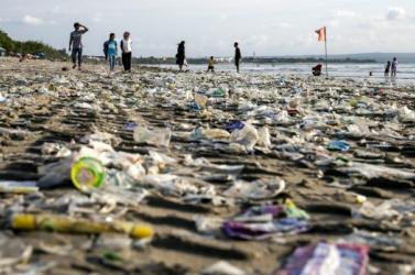 Kilencven tonna szemetet gyűjtöttek össze a hétvégén Bali partjain