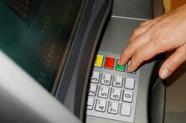 Ezért fontos, hogy legyünk körültekintőek a bankautomatáknál!
