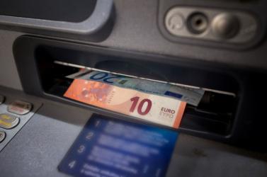 Online fogadásokon verte el a bank pénzét egy alkalmazott