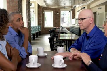 Dokumentumfilmmel debütált az Obama házaspár