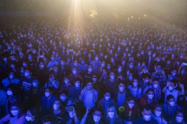 5 ezren mentek maszkban koncertre, énekeltek és táncoltak, és csak hat ember lett pozitív