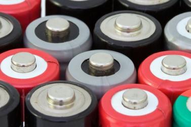 Az EU kötelező érvényű követelményeket vezetne be az elemek és akkumulátorok uniós forgalmazásával kapcsolatban