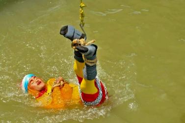 Megtalálták a Gangeszba fulladt szabadulóművész holttestét