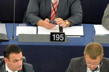 Csáky elégedetlen a kisebbség helyzetével - autonómiát akar!