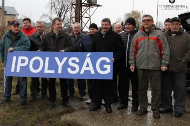 Újabb magyar vasúti helységnévtáblákat helyezett ki az MKP
