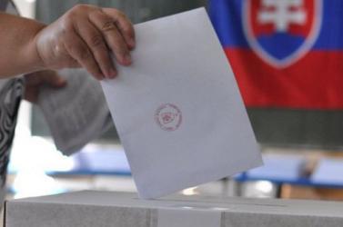 A többnyelvű választási értesítők megtartásáért gyűjt aláírásokat az MKP és az OKS