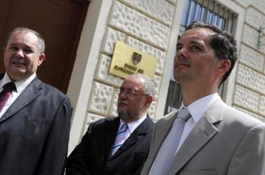 SNS-HZDS: Az alkotmánybíróság előtt a tankönyvtörvény