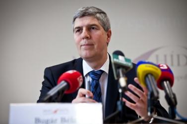 Bugár: Legális úton kutatjuk, illegálisan hallgatnak-e le politikusokat