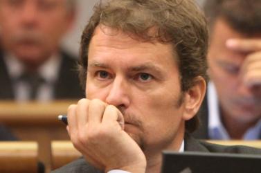 Matovič pénzért íratta a diplomamunkáját? A listaelhagyók hazugságvizsgálatra küldik őt!