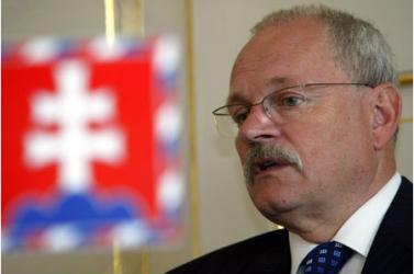 Visszahívta, majd megbízta a Radičová-kormányt az államfő