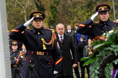 1989: A szlovák, a magyar, a lengyel és a német államfő koszorúzott Dévényben