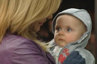 Hazahozták Liverpoolból a hat hónapos kisfiút, akiről lemondott a szlovákiai édesanyja