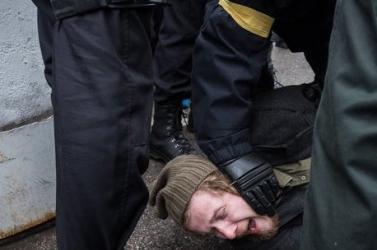 Káosz Pozsonyban: akadt dolguk a rendőröknek a neonácik felvonulásán