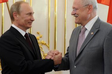Augusztus 29.: Gašparovič Putyint hívta, aki viszont védelmi miniszterét küldi a megemlékezésre