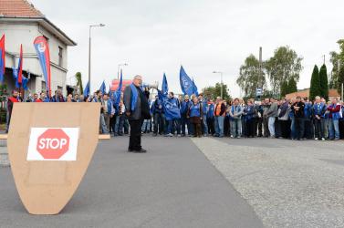 Kormánybukás miatt elmarad a tüntetés