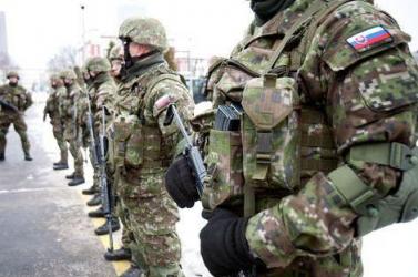 25 év után igényelhetik ezentúl a rendőrök és a katonák a szolgálati nyugdíjat