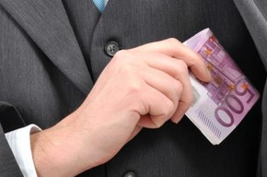 Jövőre 362, de lehet, hogy 652 euróval nő a parlamenti képviselők fizetése