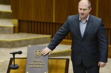 POLIS: Az emberek többsége szerint be kéne tiltani Kotleba pártját