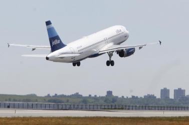 A képviselőknek több kell, mint az olcsó repülőjegy