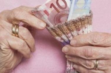 Nyolc euróval kapnak többet idén karácsonyra a nyugdíjasok