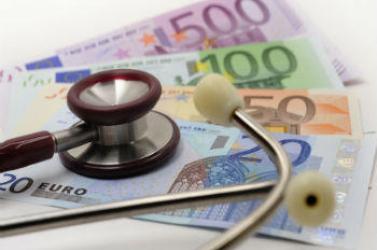 Ismét emelhetik az orvosok bérét, jövőre már évi 20 ezer eurót kereshetnek