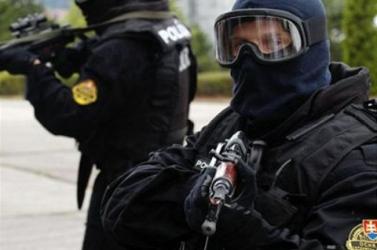 NOVINY.SK: Kommandósok akciója Dél-Szlovákiában