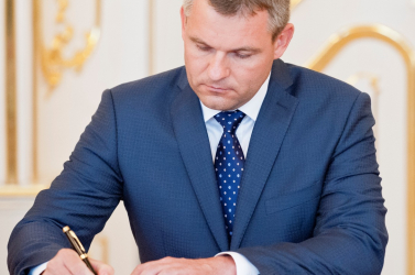 Pellegrini takarít Čaplovič után: Eltörölte a hárommilliós autószervizelési tendert