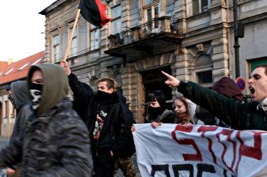 Szlovákiában növekvő és kezeletlen, Magyarországon kezelhetetlen a rasszizmus