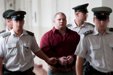 A Tupý-gyilkosság felmentett elsőrendű vádlottja ismét a rácsok mögött van!