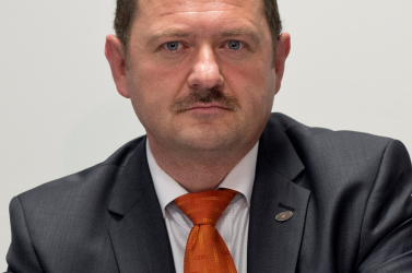 Simon Zsolt felszólította Ficót, hogy tegyen eleget a peredi lakosok döntésének is