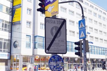 Likvidálják a lámpaoszlopokon lévő reklámtáblákat Pozsonyban