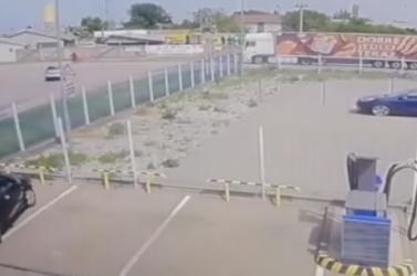 VIDEÓ: Elgázolta a kerékpárost, majd elhajtott a sofőr, a rendőrség szemtanúkat keres
