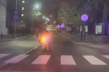 AUTÓS ÜLDÖZÉS: Mint egy bűnügyi filmben, úgy menekült a rendőrök elől a tolvaj a lopott motoron (VIDEÓ)