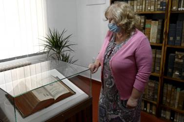 A kassai tudományos könyvtárban megtekinthetővé vált a vizsolyi biblia