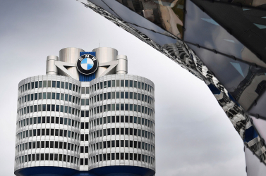 A BMW is felfüggeszti a termelést Európában a járvány miatt