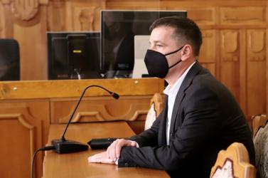 Felfüggesztettet és pénzbüntetést kapott a korrupt bűnbánó titkosszolga!