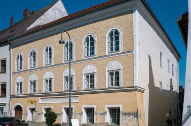 Az osztrák rendőrség fogja használni Hitler braunaui szülőházát