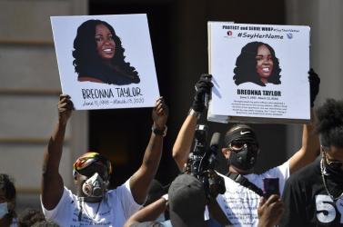 Kártérítést kap arendőri intézkedés közben meghalt Breanna Taylorcsaládja