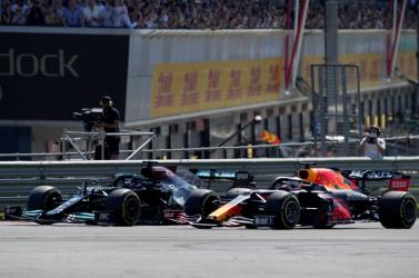 FORMA-1: Verstappen pályafutása egyik legnagyobb balesetét szenvedte, durván beszólt Hamiltonnak (VIDEÓ)