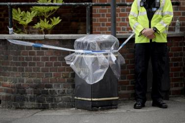 Autókat ásott el a brit rendőrség, mert idegméreggel szennyeződtek