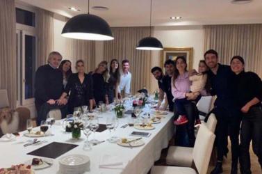 Vádat emelhetnek az argentin elnök ellen, amiért többedmagával részt vett a felesége születésnapi partiján