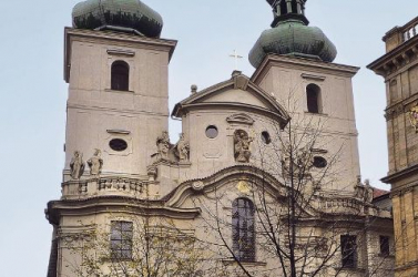 Václav Havel harangot kap egy prágai templomban