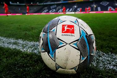 Két hónap után folytatódik a játék a Bundesligában, szombaton aBorussia Dortmund és aSchalkecsap össze