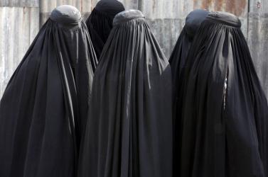 Srí Lankán betiltottak minden ruházatot, ami elfedi az arcot
