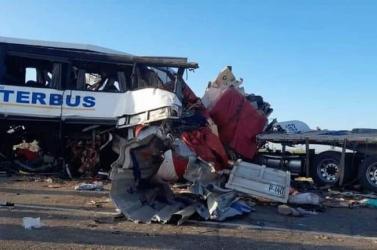 TRAGÉDIA: Teherautóval ütközött egy busz Mexikóban,tizenhatanmeghaltak